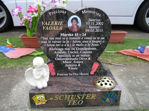 400 HIGH RAISED HEART HEADSTONE IN AURORA GRANITE AND BASE WITH PRAYING CHERUB