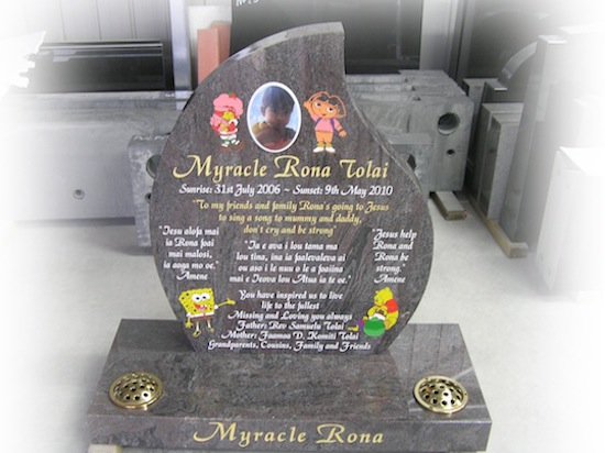 400 HIGH TEARDROP HEADSTONE AND BASE IN PARADISO GRANITE WITH SPONGEBOB, DORA, WINNIE THE POOH ANS STRAWBERRY CHEESE CAKE