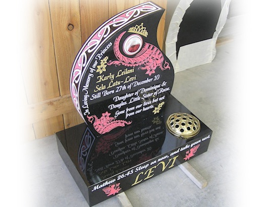 400 HIGH TEARDROP HEADSTONE ON BASE WITH PINK ARTWORK