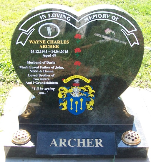 H 800X800 RAISED HEART ON SPLAY BASE WITH FAMILY CREST ARTWORK IN KERALAL GREEN GRANITE
