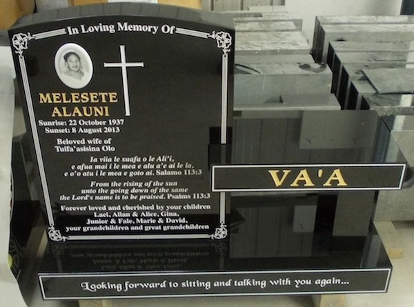M RADIUS TOP HEADSTONE WITH SEAT ON STANDARD BASE WITH WHITE HIBISCUS ARTWORK IN FRAME