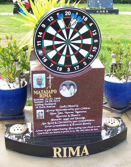 M DARTBOARD HEADSTONE WITH INDIAN RED AND BLACK GRANITE