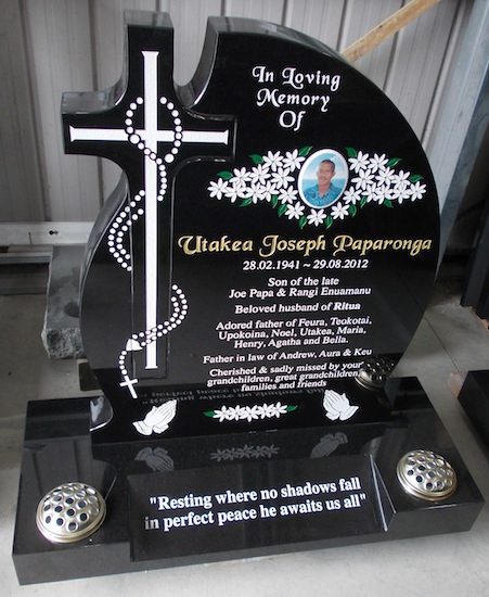 MIXED TEARDROP CROSS HEADSTONE IN BLACK GRANITE WITH CROSS AND ROSARY ARTWORK