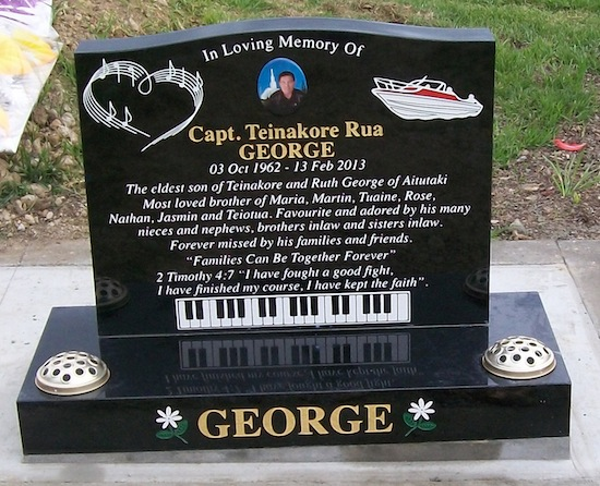 S 700X550 SADDLE HEADSTONE ON STANDARD BASE WITH BOAT, PIANO AND MUSIC NOTE ARTWORK